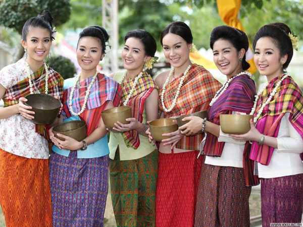 Group of traditionally dressed Thai women